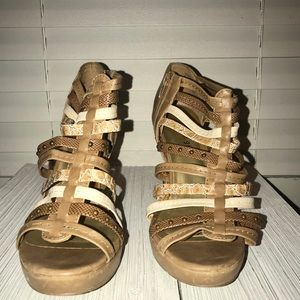Madden Girl kickoff Zip side heels/sandles